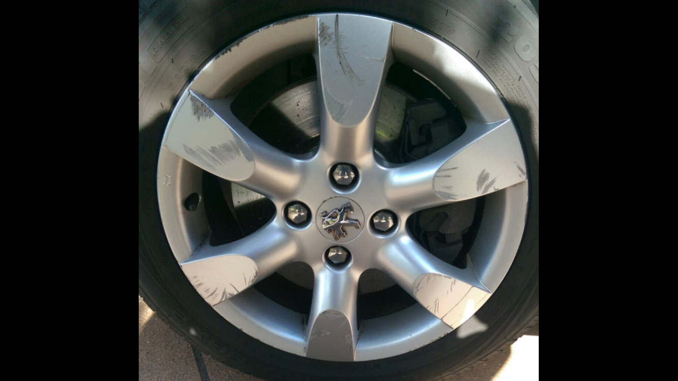 Mobile Alloy wheel fix and repairs gold coast colortech 0402029277
